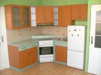 Kuchyňská linka lamino dřevodekor, kolor zelená