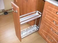 Kuchyň mariál lamino vertikální police plnovýsuv