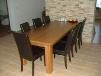 Kuchyňský stůl materiál masiv