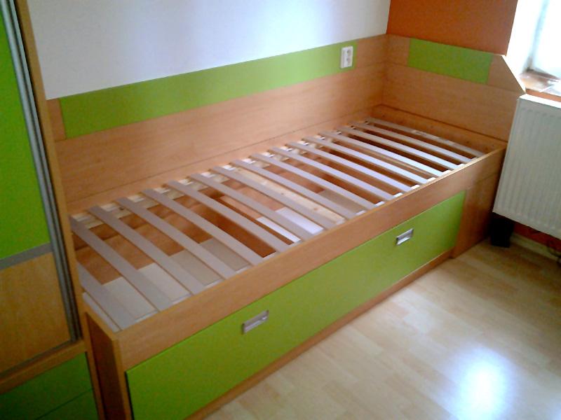 15086f8da Rozkládací postel s úložným prostorem